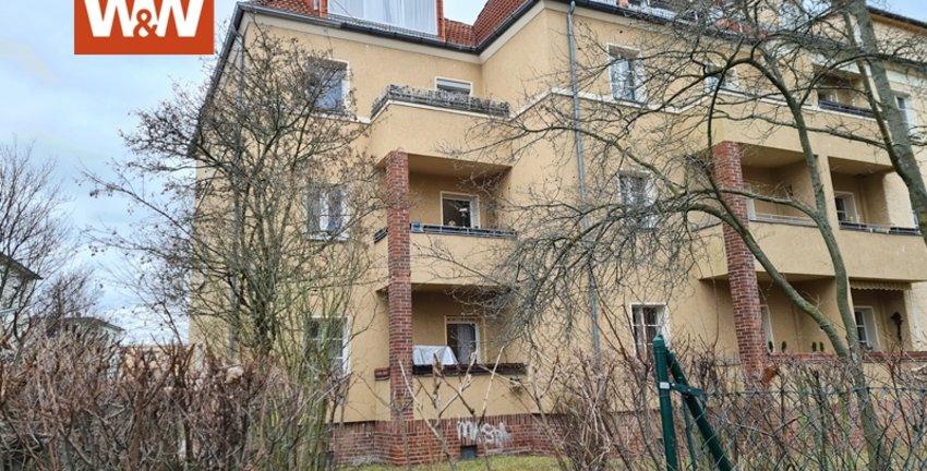 Gartenseite mit Balkon
