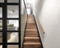 Treppe zur oberen Ebene