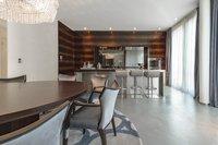 Luxuriös eingerichteter Wohn-Salon des Pool Penthouse Berlin-Tiergarten