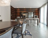 Luxuriously furnished living room of the Pool Penthouse Berlin-Tiergarten