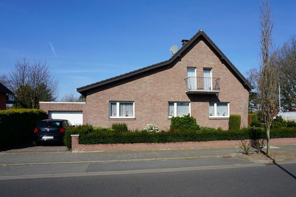 Jetzt neu: Haus zum Kauf in Herzogenrath