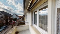 kleiner Balkon im Obergeschoss