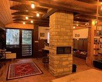 Stylischer Wohnraum mit Balko