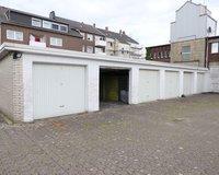22 Garagen auf dem Hof