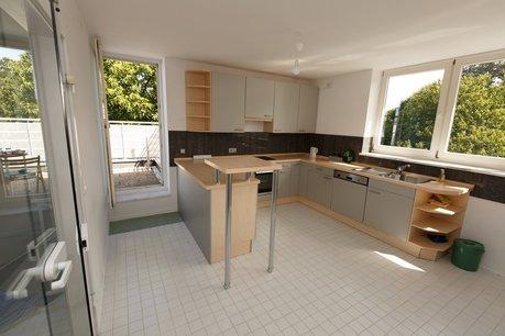 Küche mit Terrassentür
