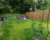 Höher gelegener Gartenanteil mit separater Terrasse