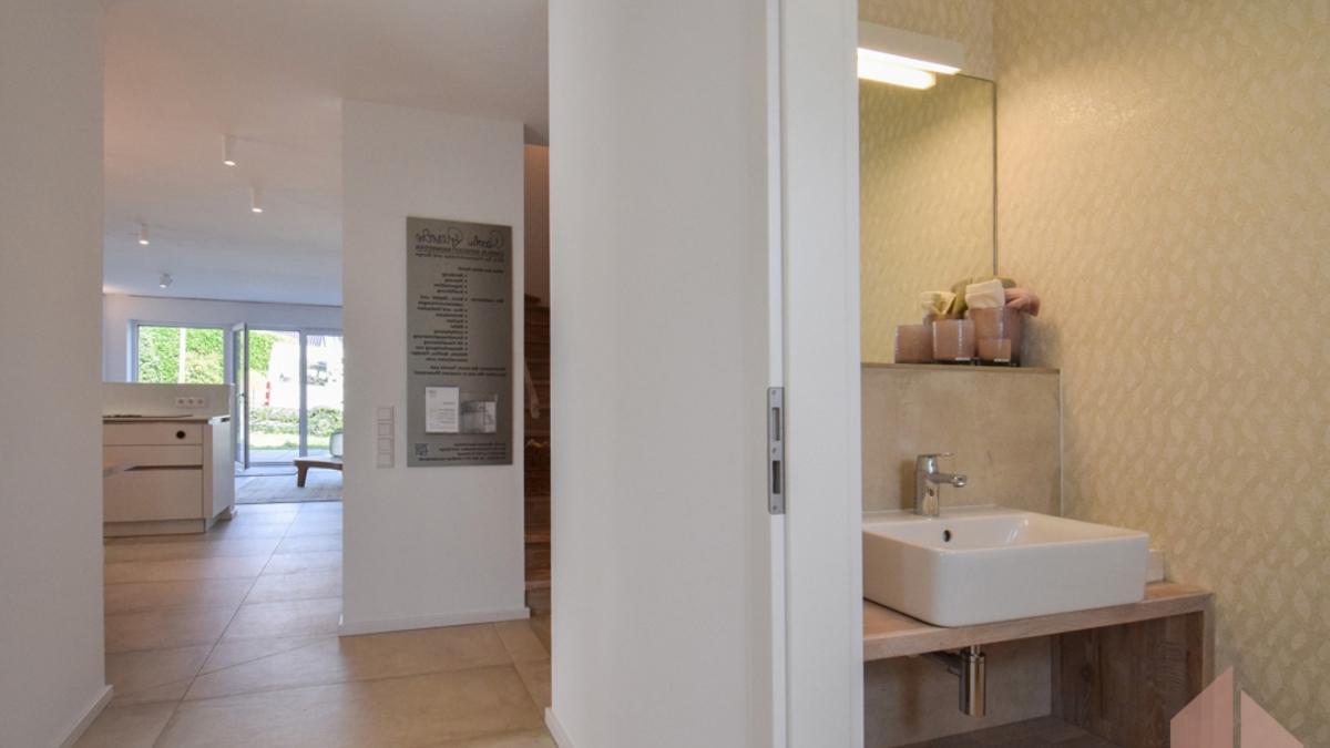Beispiel Eingangsbereich mit Gäste-WC