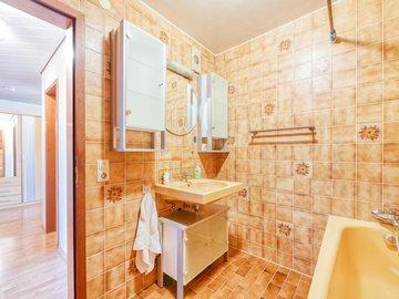 Bad mit Waschbecken