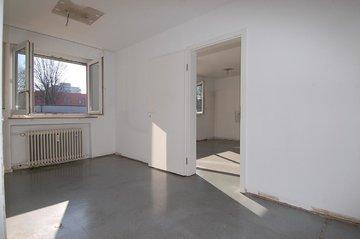 Vorzimmer mit Chef-Büro
