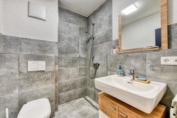 2.tes Bad mit Dusche