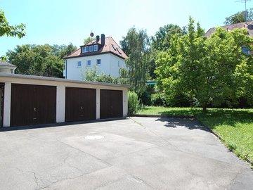 Garagen im Innenhof