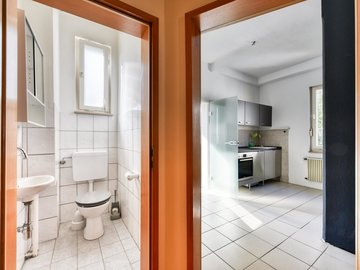 separates WC & Küche