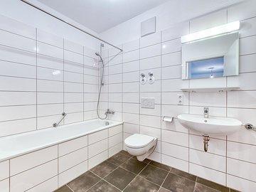 Bad mit Wanne & WC