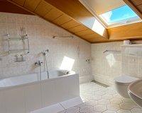 Hauptbad mit guter Belichtung...