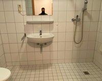 Altengerechtes und geräumiges Badezimmer