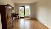 Viel Platz im Schlafzimmer 2 mit Terrassen- und Gartenzugang