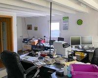 Eines von mehreren Büros
