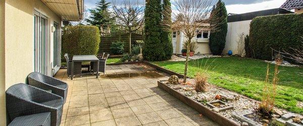 Sonnengarten mit Gartenhaus