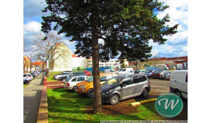 Grundstück - zum Teil Parkfläche