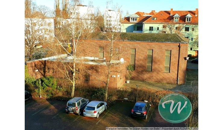 Blick von oben auf das Gebäude