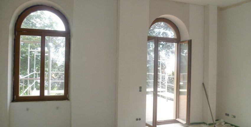 Wohnzimmer und Balkontür
