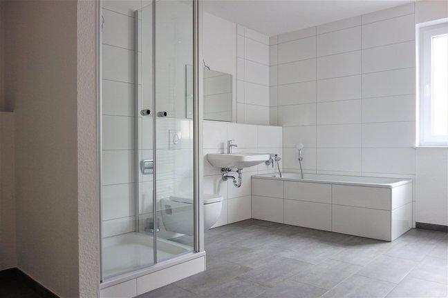 Bad mit Wanne u. Dusche