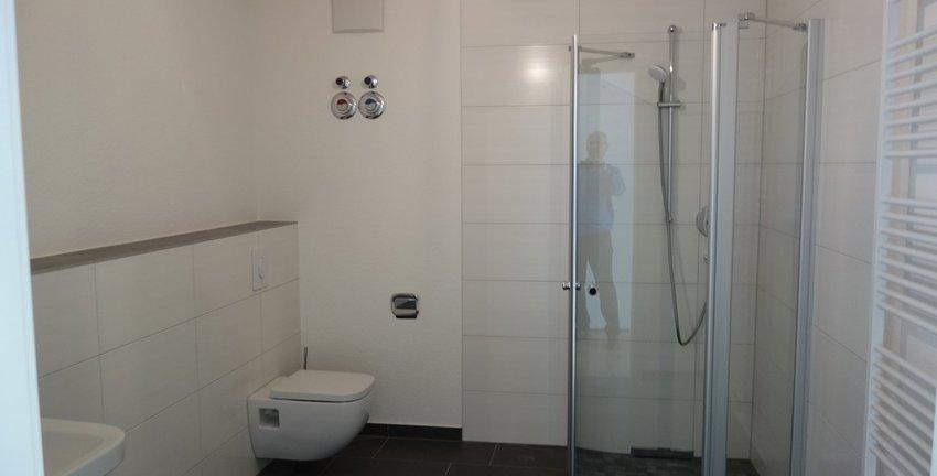 Großes Duschbad (bodengleich)