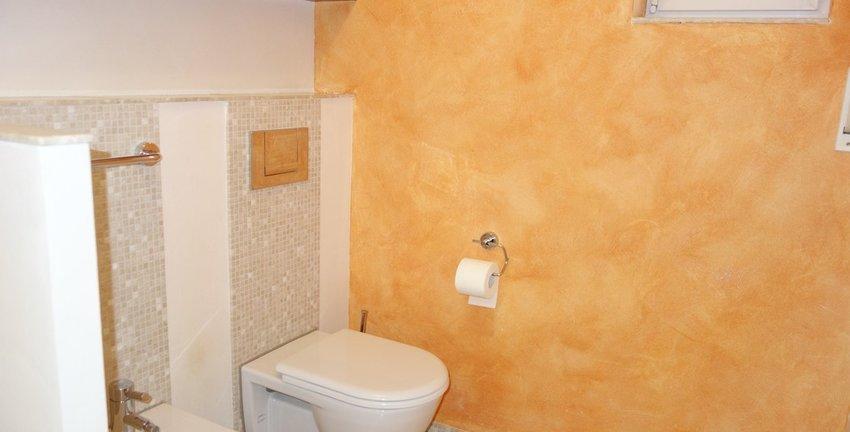 Hauptbad mit Bidet und WC