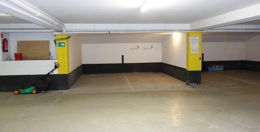 Tiefgarage, zwei Parkplätze