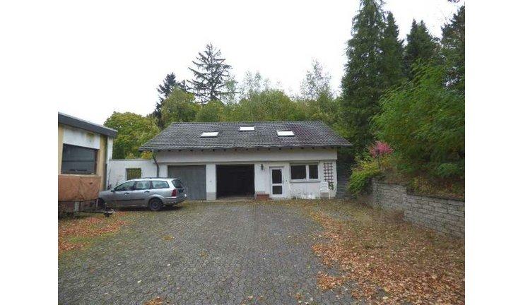 VERKAUFT   WIE EINE  BURG    2-Familienvilla + Anbau + Gästehaus