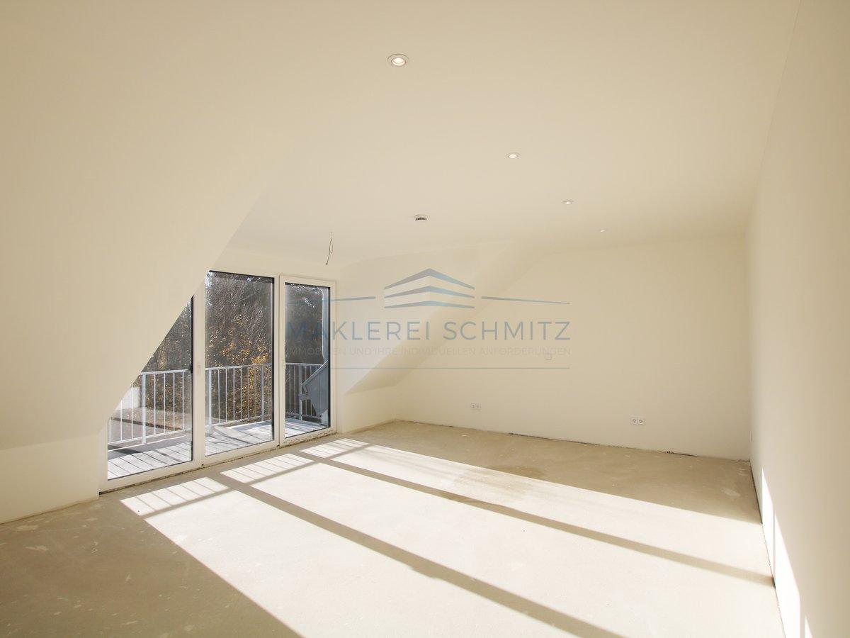 Ansicht in Schlafzimmer 2 mit Balkon