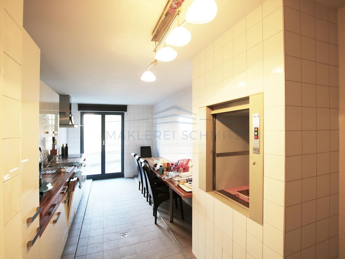 Küche mit Aufzug